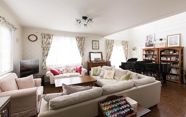 エレガントな家具が良く似合うリビング
