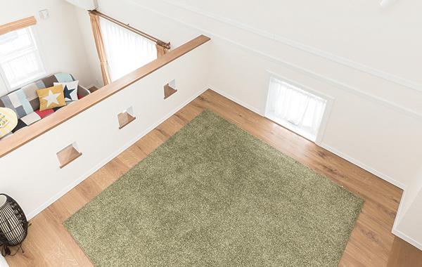 多目的に使える中二階。スキップフロアの下はご主人の秘密部屋として活用。